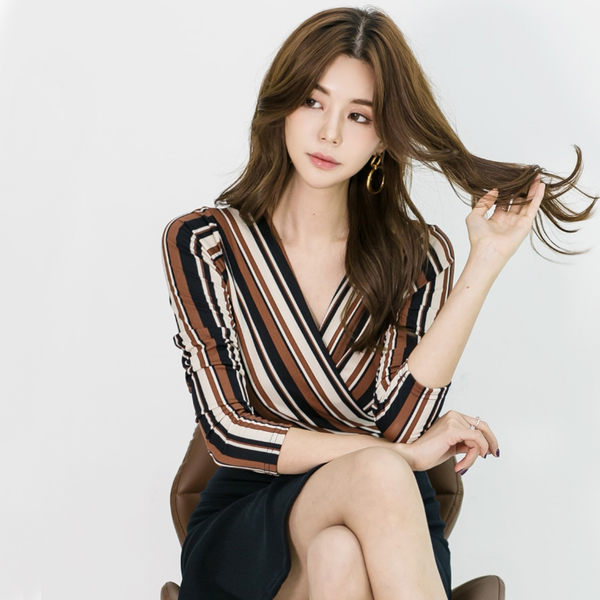 VK精品服飾 韓國風氣質條紋V領子修身魚尾包臀長袖洋裝