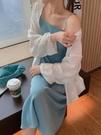 洋裝裙 女春夏2021新款裙子溫柔法式內搭小個子藍色吊帶裙【618特惠】