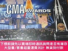 二手書博民逛書店The罕見CMA Awards Vault: Country Music s Biggest Night (12開
