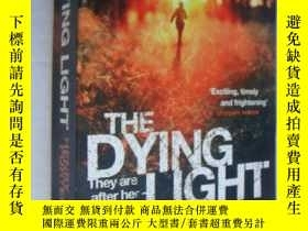 二手書博民逛書店The罕見Dying LightY146810 Henry Po