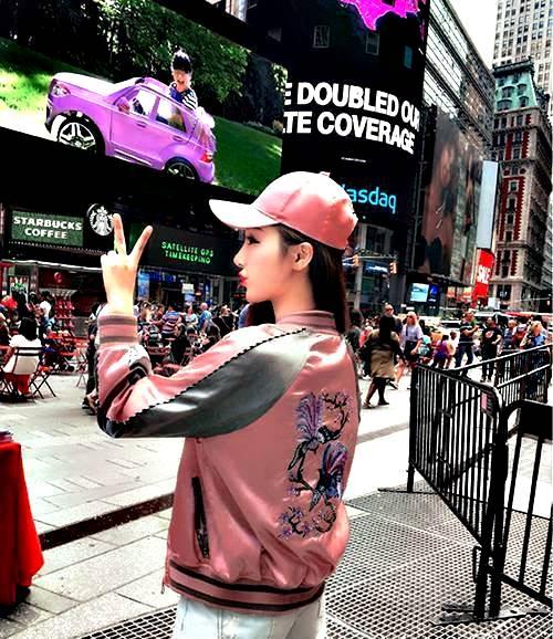 克妹Ke-Mei【AT50372】歐美時尚奢華浮雕刺繡印花緞面飛行棒球外套