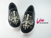 Velle Moven 鑽與珍珠譜出美麗印地安圖 鬆緊真皮休閒鞋 黑色