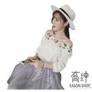 EASON SHOP(GU6778)甜美一字領露肩花朵刺繡荷葉邊鬆緊縮口短袖T恤女上衣服平口七分袖顯瘦內搭衫白色