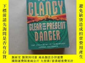 二手書博民逛書店Clear罕見and Present Danger By Tom Clancy.Y2931 Tom Clanc