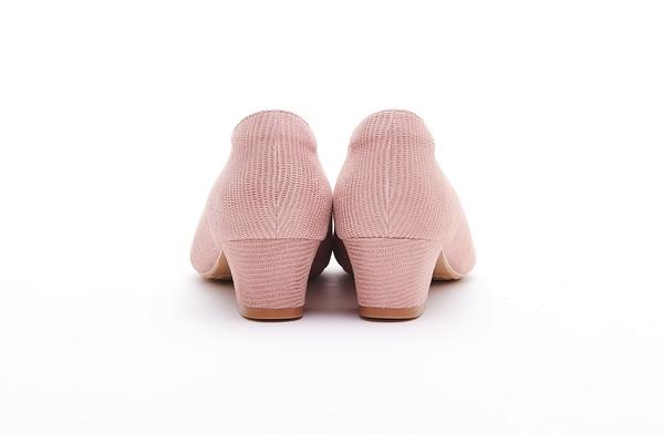MICHELLE PARK 質感水鑽簡約羊皮壓紋顯瘦微尖頭中跟粗跟百搭鞋-膚色