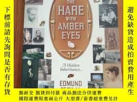 二手書博民逛書店The罕見Hare with Amber Eyes: A Hid