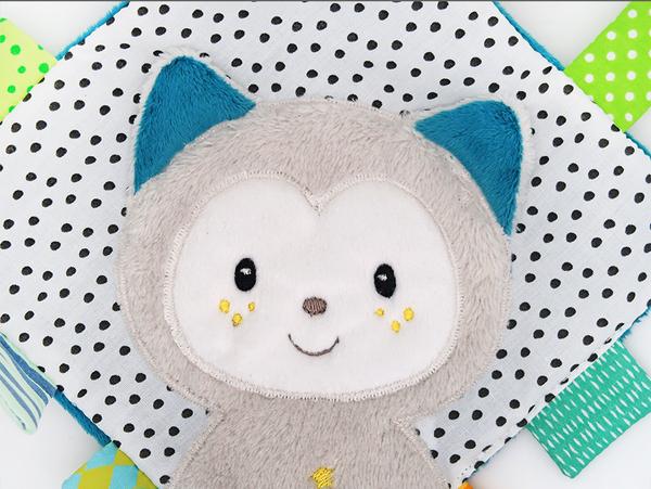 【愛吾兒】德國芬恩 babyFehn 櫻花甜心雪兒貓方形安撫巾 (FN057348)