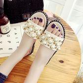 平底拖鞋外穿一字拖鞋女夏新款時尚韓版平跟平底珍珠沙灘鞋涼拖鞋女鞋 可然精品