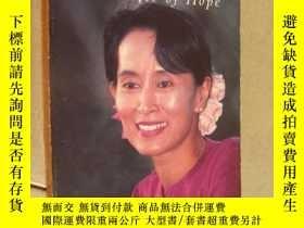 二手書博民逛書店Aung罕見San Suu Kyi, Voice of Hope: Conversations with Alan