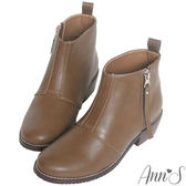 Ann'S率性俐落-質感拼接側拉鍊素面粗跟短靴-咖