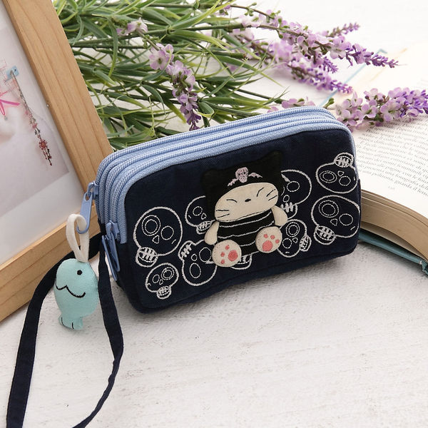 萬用包/Kiro貓‧日系貓咪拼布包 小惡魔收納包手拿包/雜物包/三層小物包/5.5吋手機包【221781】