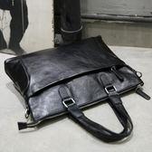 手提包男士單肩斜背包皮包電腦包橫款商務公事包韓國潮流 可可鞋櫃