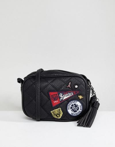 【BJ.GO】Ⓢ Superdry 極度乾燥 Superdry Patch Detail Crossbody Bag 美式補丁流蘇斜背包 現貨