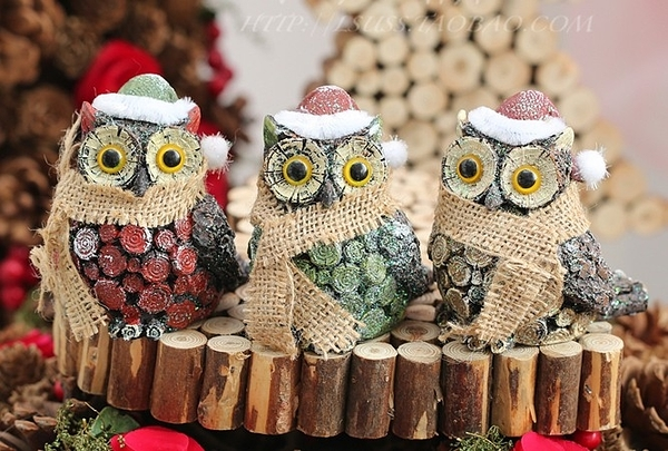 【協貿國際】樹脂貓頭鷹擺件聖誕仿木製動物聖誕裝飾品(3入3色各一)