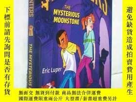 二手書博民逛書店*The罕見Mysterious Moonstone ( Key