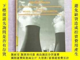 二手書博民逛書店The罕見Role of Environmental lmpac