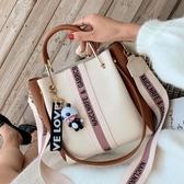 包包女包新款時尚潮撞色手提水桶包復古百搭大容量側背斜背包 歐亞時尚