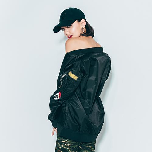風衣外套 街頭潮流軍風徽章設計MA1飛行夾克-黑【ATYZ1616】情侶款  橫須賀 加大尺碼 青山AOYAMA