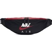 NIKE AIR 腰包 側背 黑紅 串標 側背包 小包 斜背包 (布魯克林) CW9263-011