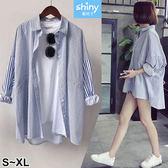 【V2510】shiny藍格子-百搭休閒.條紋前短後長寬鬆中長款襯衫外套