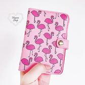 《花花創意会社》外流。英國Skinnyd粉紅火鶴護照夾【H4601】