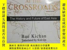 二手書博民逛書店Korea罕見at the Crossroads:The History and Future of East A