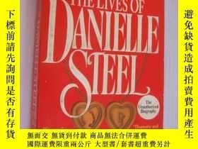 二手書博民逛書店THE罕見LIVES OF DANIELLE STEEL (th