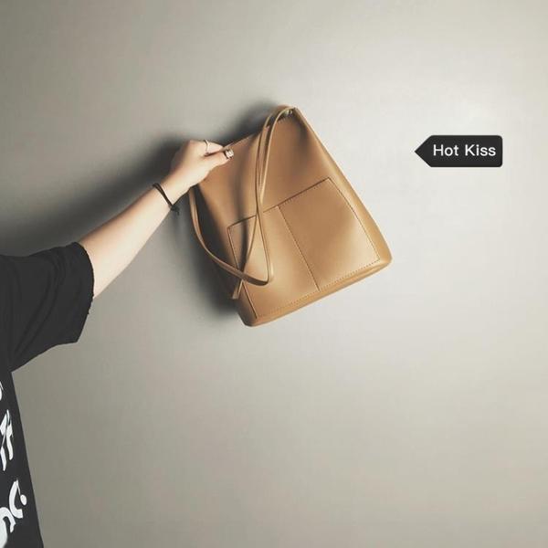 水桶包大容量包包女包新款2020秋冬潮韓版百搭側背包時尚洋氣手提水桶包 新品