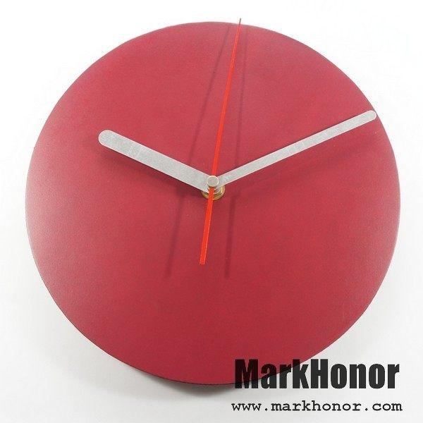簡約風格-圓型 100%真皮 皮革 靜音 時鐘 掛鐘 壁鐘 酒紅 22公分-Mark Honor