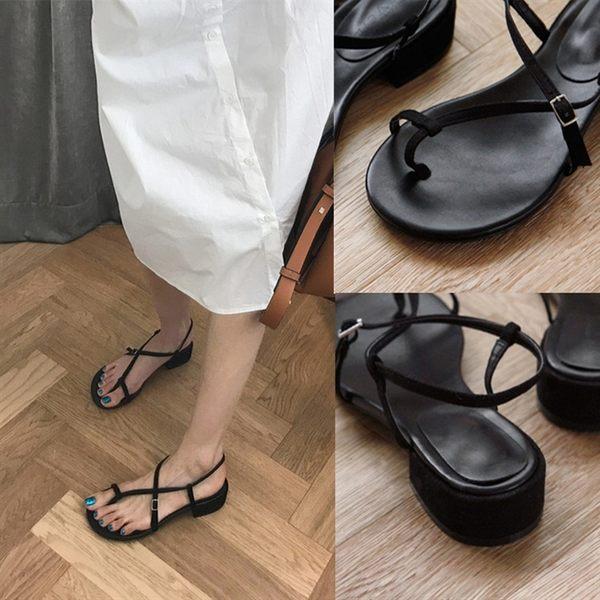 夾趾涼鞋女ins潮超火羅馬低跟粗跟夾腳百搭韓版黑色 名購居家