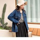 牛仔外套適合擔任洋裝或上衣的外搭,率性風格的詮釋選擇牛仔外套就對了