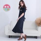 漂亮小媽咪 英文字母哺乳裙 【B8418】 哺乳連身裙 短袖 寬鬆 哺乳衣 中大尺碼 孕婦裝 長裙