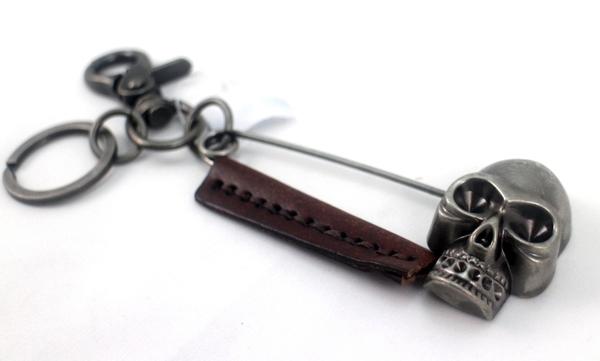 【卡漫城】 骷髏頭 別針 鑰匙圈 古銅 咖排色 皮革 吊飾 掛飾 骨頭造型 骷魯頭 skull 大別針 金屬