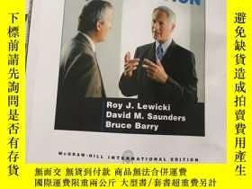 二手書博民逛書店Essentials罕見of NEGOTIATION(談判要點,16開)書邊有水漬Y23470 Roy J.L