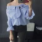 露肩蝴蝶結泡泡棉直條中袖上衣  [黑 藍] 兩色售