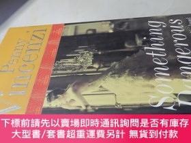 二手書博民逛書店Something罕見Dangerous( 16開精裝 英文原版 )危險的東西Y16472 Penny Vin