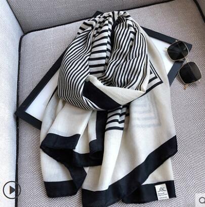圍巾女春秋款冬季洋氣時尚百搭加大薄款兩用棉麻條紋紗巾亞麻絲巾