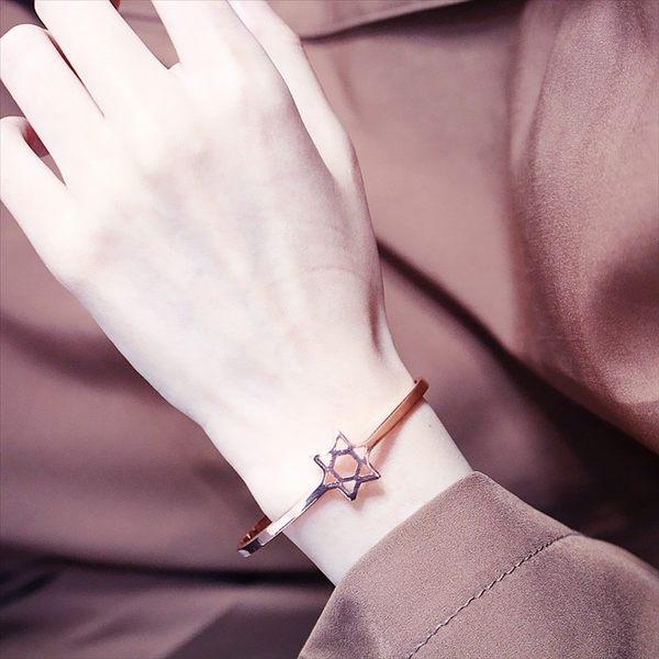 現貨-歐美時尚鏤空五角星開口手環玫瑰金六芒星女百搭氣質流行飾品手鍊A28