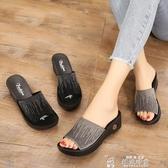坡跟涼鞋夏季媽媽鞋坡跟涼拖鞋女中老年涼鞋水鉆休閒老人拖鞋中年涼鞋 韓流時裳