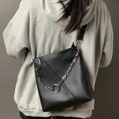 側背包 法國小眾包包秋冬大容量側背包女2020新款時尚斜背包百搭托特大包 愛麗絲