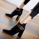 短靴 34-40 潮柳釘粗跟短靴女2021秋冬新款尖頭瘦瘦靴皮帶扣高跟馬丁靴【樂淘淘】