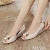 魚嘴涼鞋平底新款中跟粗跟單鞋女夏季舒適護士坡跟百搭涼鞋女 花間公主