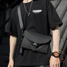嘻哈側背包胸包簡約斜背小包女男包【橘社小鎮】