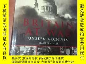 二手書博民逛書店BRITAIN罕見AT WAR UNSEEN ARCHIVES(