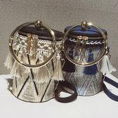 水桶包 上新夏季小包包女新款潮chic韓版流蘇編織百搭斜挎迷你水桶包 夢藝家