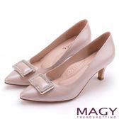 MAGY 都會時尚款 大女人方型鑽飾羊皮尖頭高跟鞋-粉色