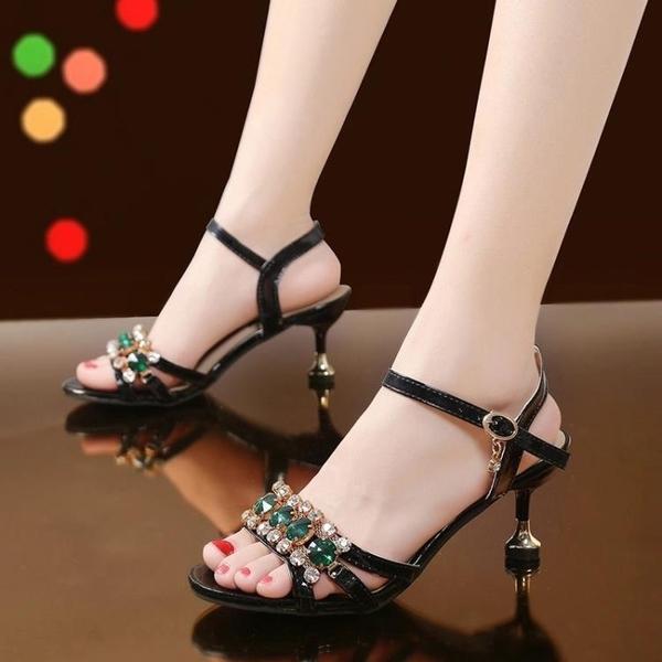 低跟鞋 涼鞋女細跟水鉆串珠時尚2021夏天新款韓版時尚貓跟中跟波西米亞