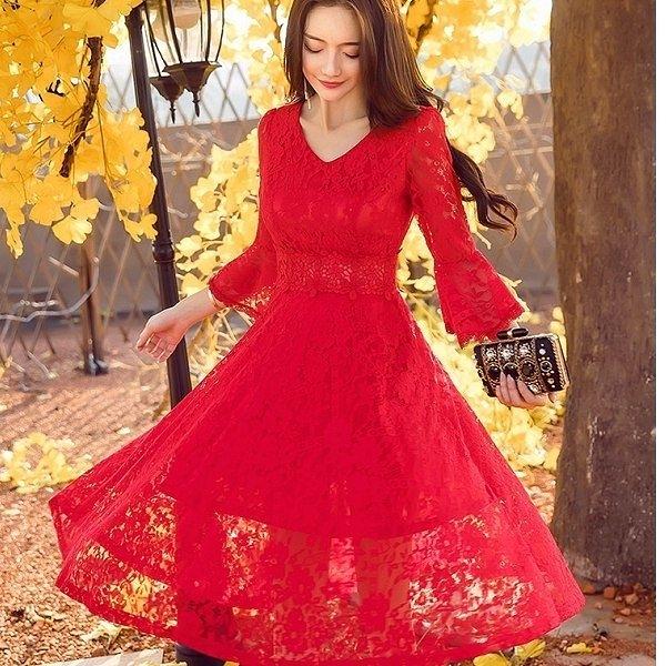 18025-QF性感V領滿版花朵蕾絲宮廷風七分袖大裙襬洋裝~美之札