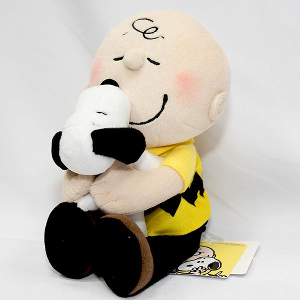 查理布朗 抱抱 Snoopy 史努比 日本正版