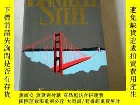 二手書博民逛書店DANIELLE罕見STEEL LOVING(英文)Y21282